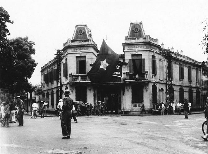 Can canh giay phut chuyen giao quyen luc o HN ngay 10/10/1954-Hinh-14