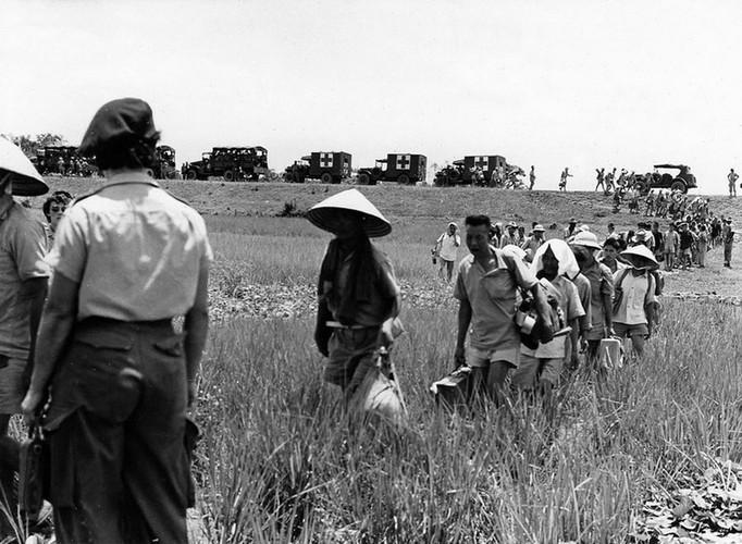 Can canh giay phut chuyen giao quyen luc o HN ngay 10/10/1954-Hinh-15