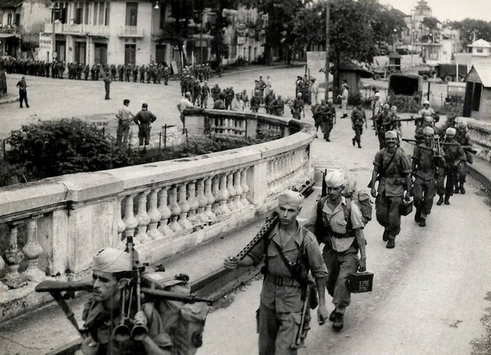 Can canh giay phut chuyen giao quyen luc o HN ngay 10/10/1954-Hinh-2