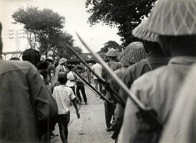 Can canh giay phut chuyen giao quyen luc o HN ngay 10/10/1954-Hinh-7