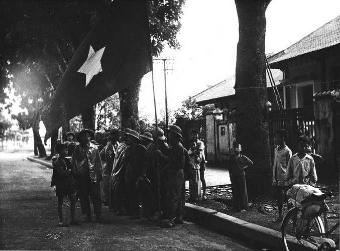 Can canh giay phut chuyen giao quyen luc o HN ngay 10/10/1954-Hinh-9