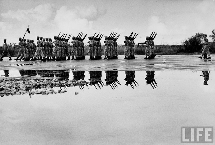 Tan muc linh Phap cuon co rut khoi Ha Noi nam 1954-Hinh-12