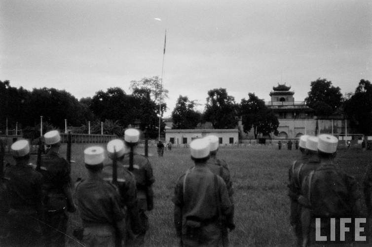 Tan muc linh Phap cuon co rut khoi Ha Noi nam 1954-Hinh-2