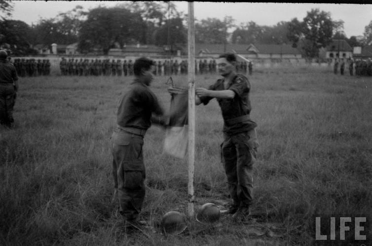 Tan muc linh Phap cuon co rut khoi Ha Noi nam 1954-Hinh-4