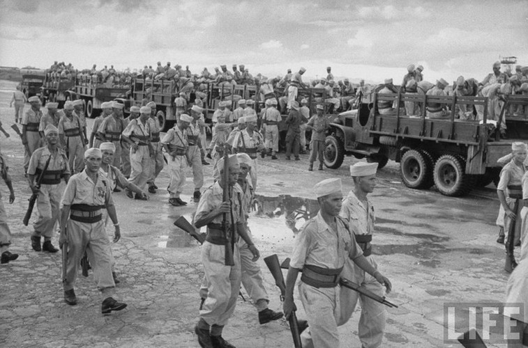 Tan muc linh Phap cuon co rut khoi Ha Noi nam 1954-Hinh-6