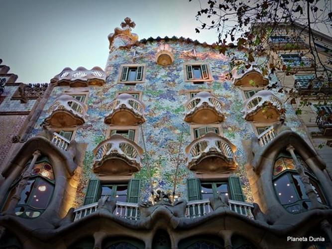 Ngam toa nha xuong cot tram tuoi quai la o Barcelona-Hinh-6