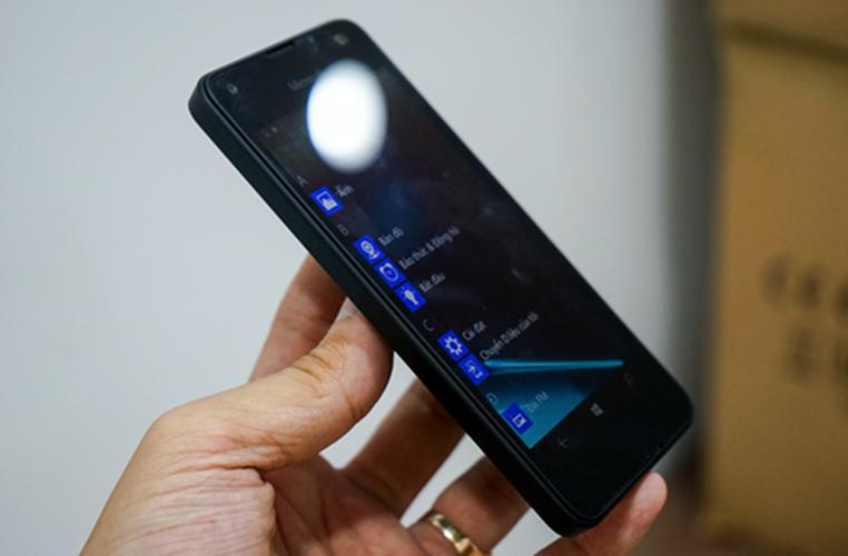 Bo anh dien thoai Lumia 550 gia re chay Windows 10-Hinh-7