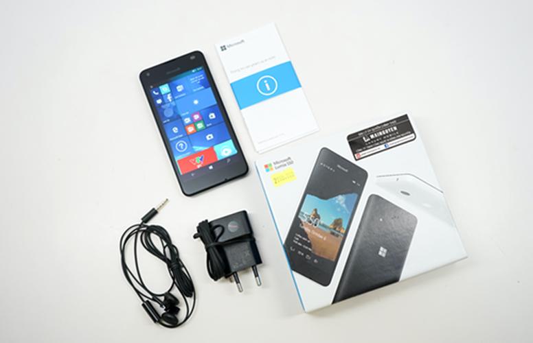 Bo anh dien thoai Lumia 550 gia re chay Windows 10