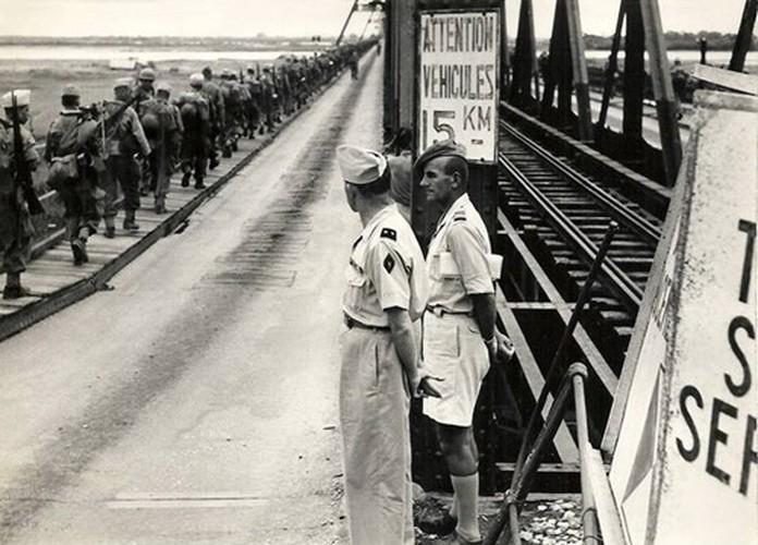 Can canh giay phut chuyen giao quyen luc o HN ngay 10/10/1954-Hinh-3