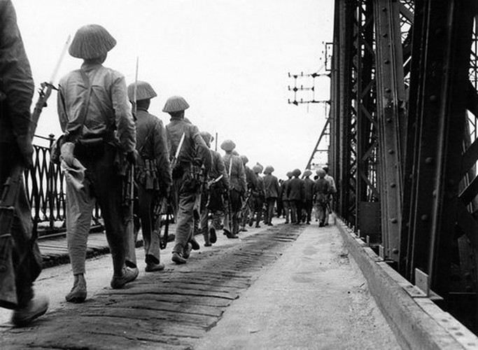 Can canh giay phut chuyen giao quyen luc o HN ngay 10/10/1954-Hinh-4