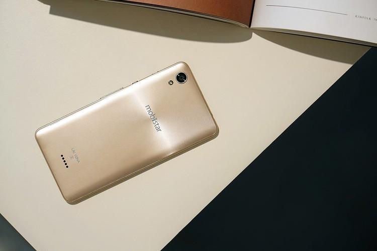 Dap hop LAI Yuna X: Smartphone voi nut selfie chuyen biet-Hinh-2