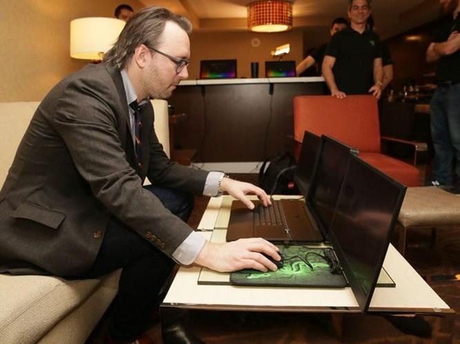 Soi laptop 3 man hinh 4K dau tien tai CES 2017-Hinh-4
