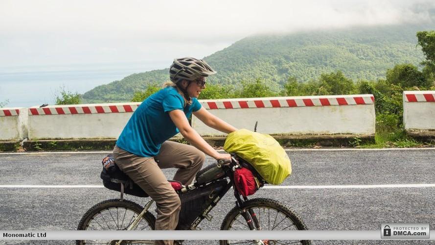 Nu phuot thu My lam chuyen khong tuong tren deo Hai Van