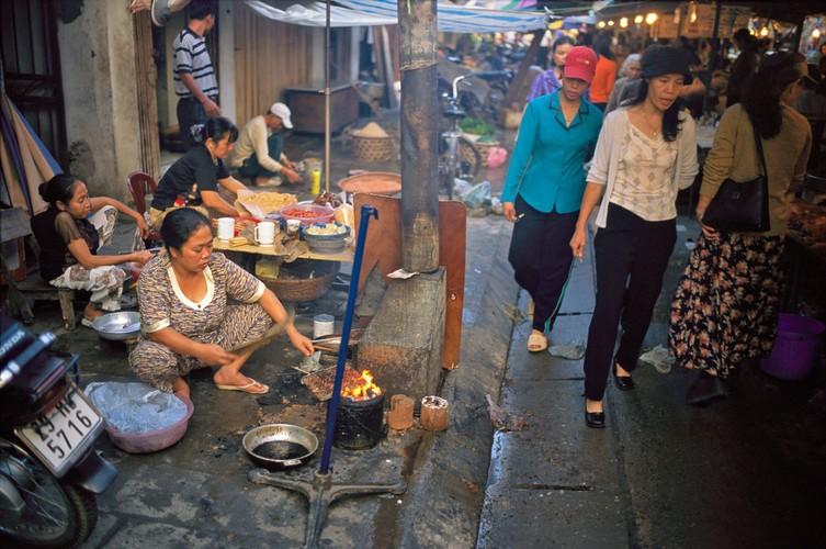 Doc dao am thuc duong pho Viet qua ong phong vien Tay (1)-Hinh-3