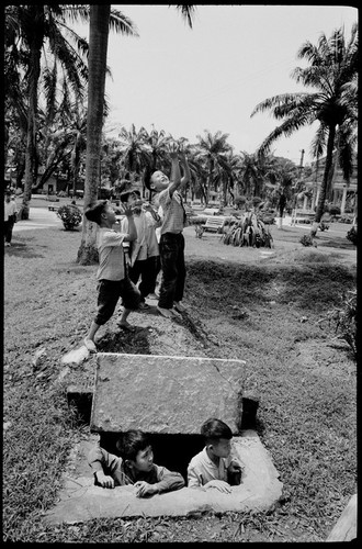 Viet Nam nam 1975 trong anh cua phong vien Iran (2)-Hinh-4