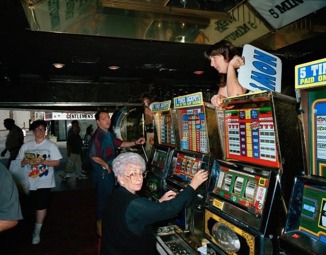 Ben trong cac song bac Las Vegas nam 1993-Hinh-11