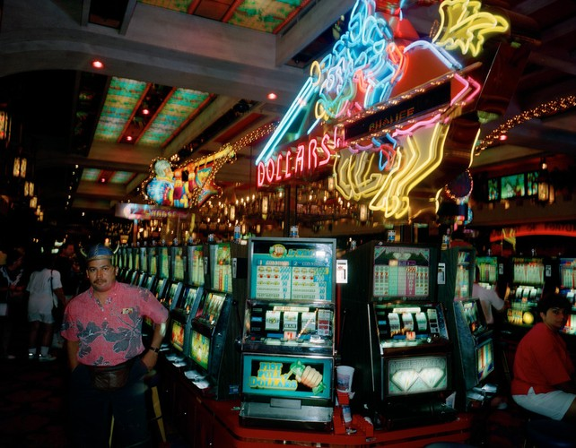 Ben trong cac song bac Las Vegas nam 1993-Hinh-4
