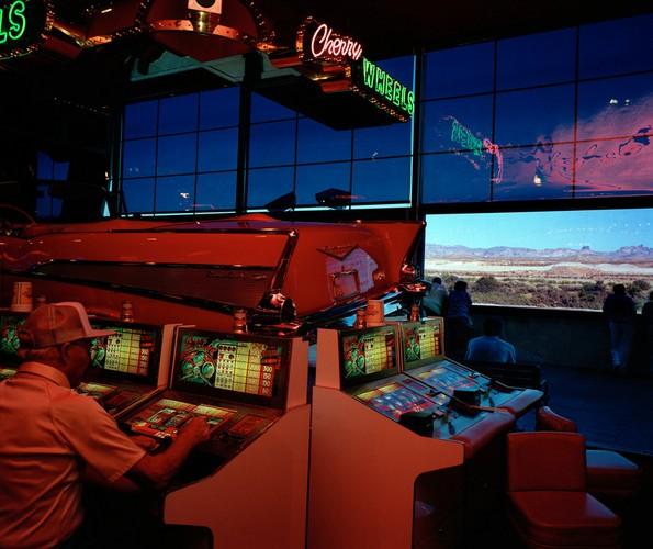 Ben trong cac song bac Las Vegas nam 1993-Hinh-7