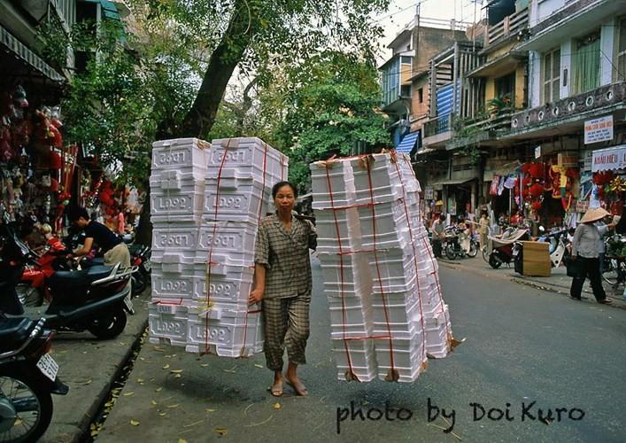 Hinh anh de doi ve phu nu Viet Nam thap nien 1990 (2)