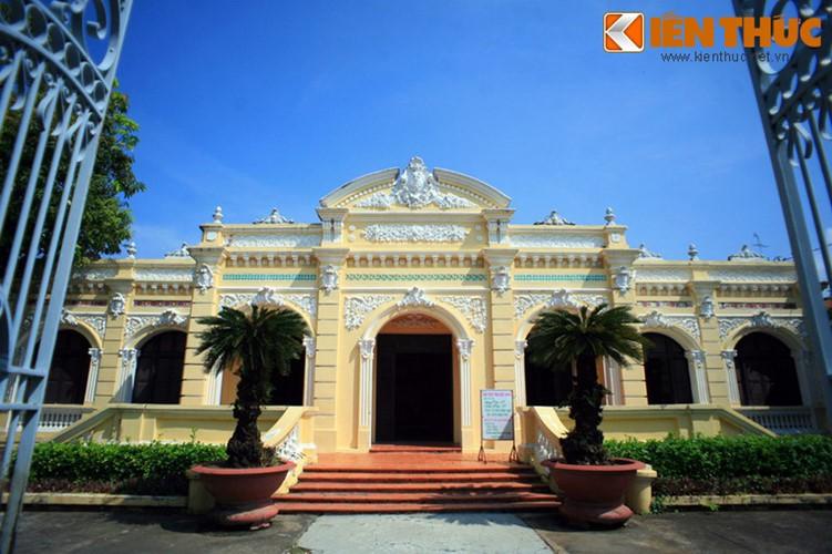 Bảo tàng Tỉnh Kiên Giang (số 27 Nguyễn Văn Trỗi, phường Vĩnh Thanh Vân, TP Rạch Giá, Kiên Giang) là một dinh thự cổ bề thế, thường được dân địa phương gọi là nhà Lớn. Công trình do ông Trần Nhuệ, một địa chủ trong vùng cho xây dựng.