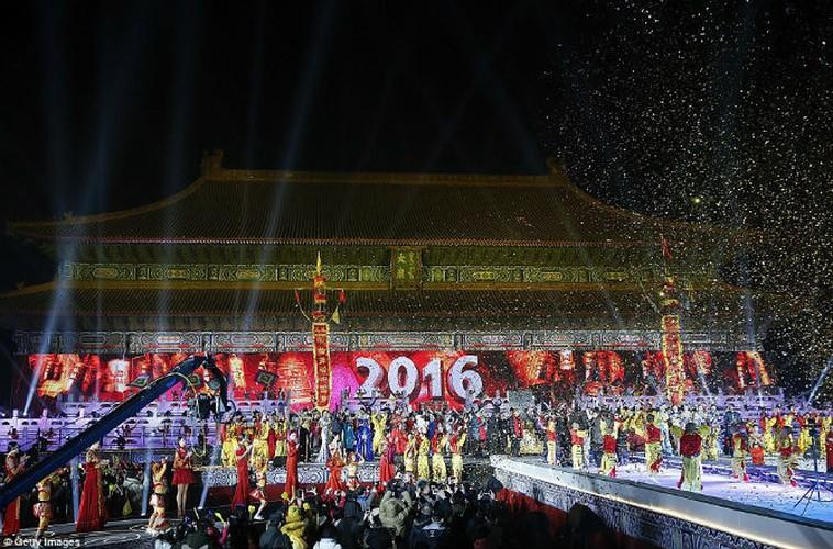 Choang ngop man trinh dien phao hoa nam moi 2016 ruc ro-Hinh-14