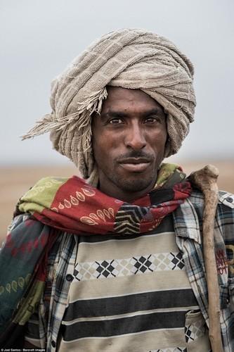 Canh lao dong nhoc nhan cua tho mo muoi Ethiopia-Hinh-9
