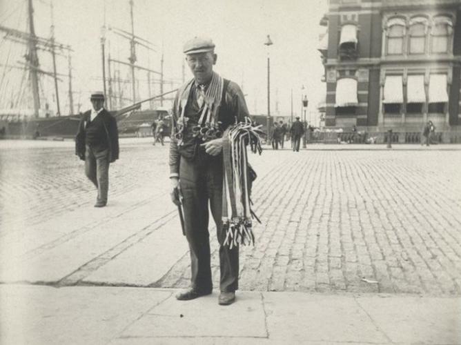 Anh hiem ve muu sinh tren duong pho New York nam 1896