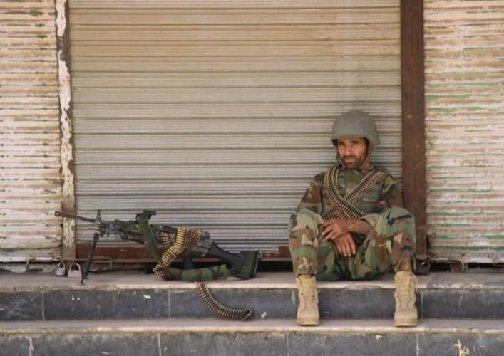 Quan doi Afghanistan xua duoi phien quan Taliban khoi Kunduz-Hinh-11