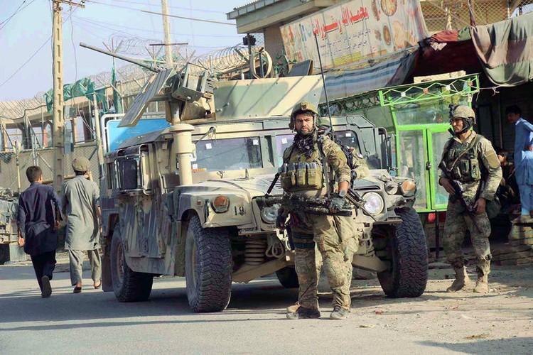 Quan doi Afghanistan xua duoi phien quan Taliban khoi Kunduz-Hinh-9