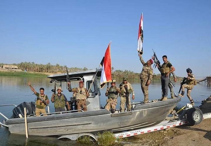 Anh: Quan doi Iraq giai phong lang mac o Anbar khoi IS-Hinh-10
