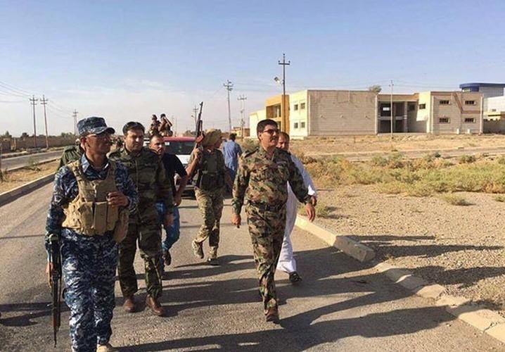 Anh: Quan doi Iraq giai phong lang mac o Anbar khoi IS-Hinh-6