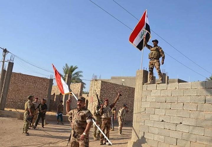 Anh: Quan doi Iraq giai phong lang mac o Anbar khoi IS-Hinh-8