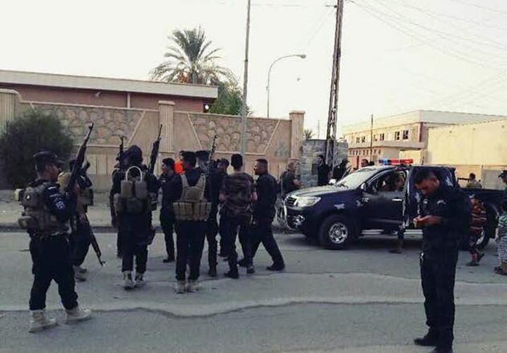 Anh: Quan doi Iraq giai phong lang mac o Anbar khoi IS