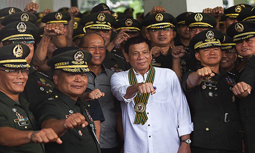 Toan canh 100 ngay dau cua Tong thong Philippines Duterte-Hinh-12