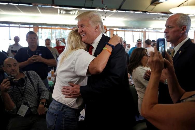 Anh: Nhung nguoi phu nu cuong nhiet ung ho Donald Trump-Hinh-10