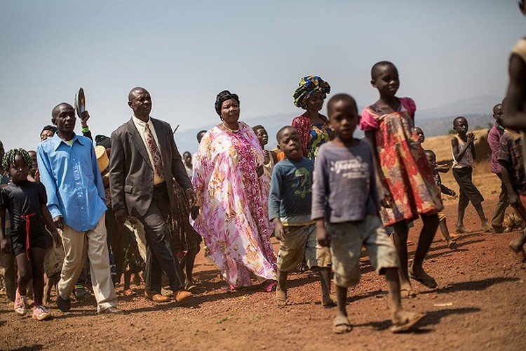 Can canh dam cuoi tap the cua nguoi ti nan Cong-go o Burundi-Hinh-2