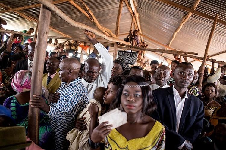 Can canh dam cuoi tap the cua nguoi ti nan Cong-go o Burundi-Hinh-5