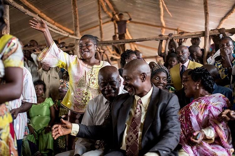 Can canh dam cuoi tap the cua nguoi ti nan Cong-go o Burundi-Hinh-7
