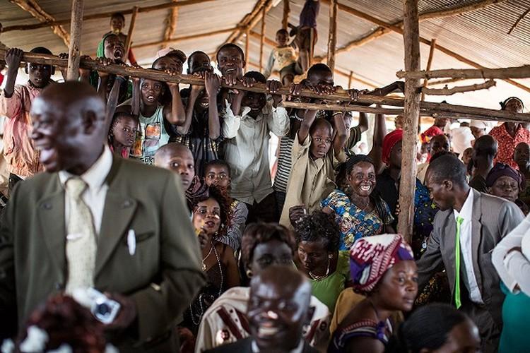 Can canh dam cuoi tap the cua nguoi ti nan Cong-go o Burundi-Hinh-8