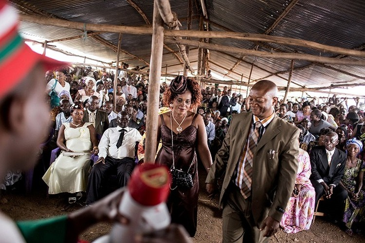 Can canh dam cuoi tap the cua nguoi ti nan Cong-go o Burundi