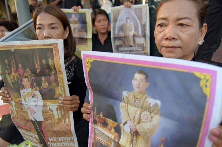 Hinh anh tan Quoc vuong Thai Lan trong ngay dang co-Hinh-4