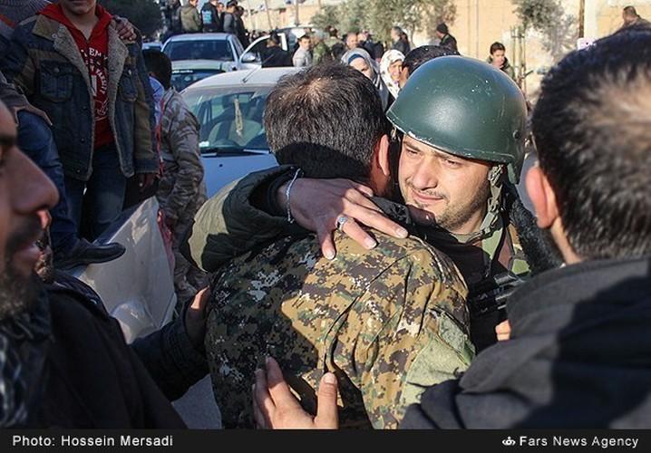 Chum anh quan dan Syria an mung chien thang Aleppo-Hinh-10