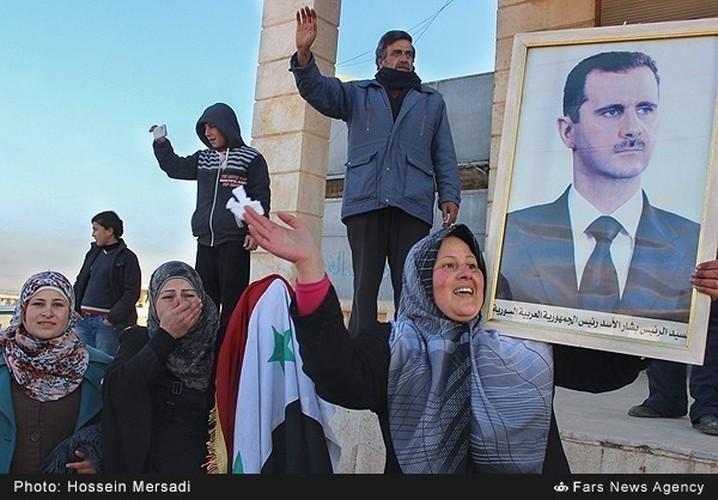 Chum anh quan dan Syria an mung chien thang Aleppo-Hinh-2