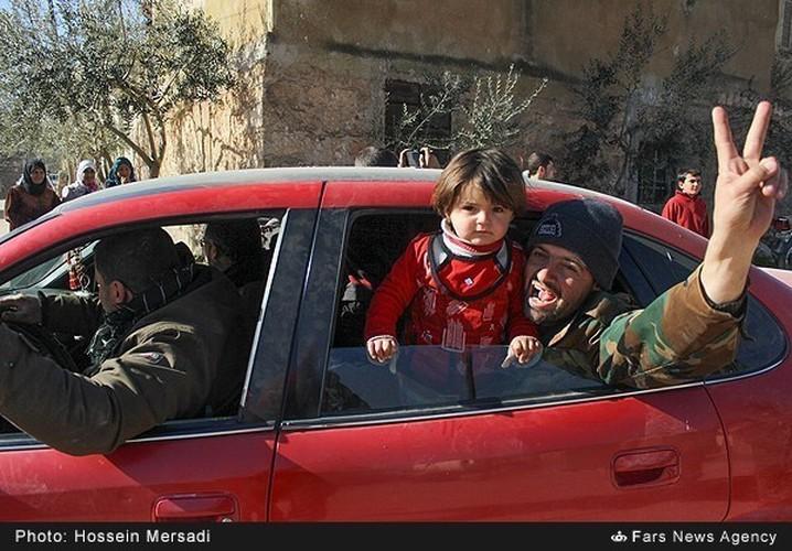 Chum anh quan dan Syria an mung chien thang Aleppo-Hinh-4