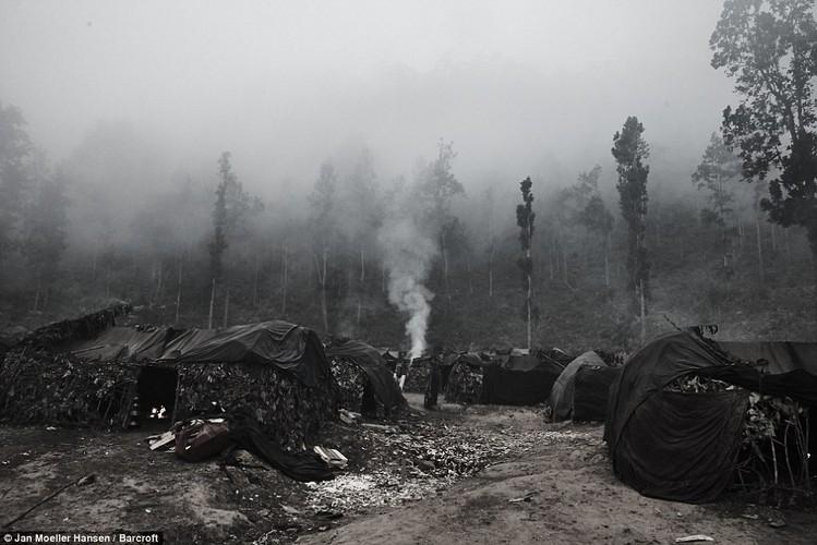 Cuoc song cua bo toc du muc Raute trong rung ram Nepal-Hinh-3