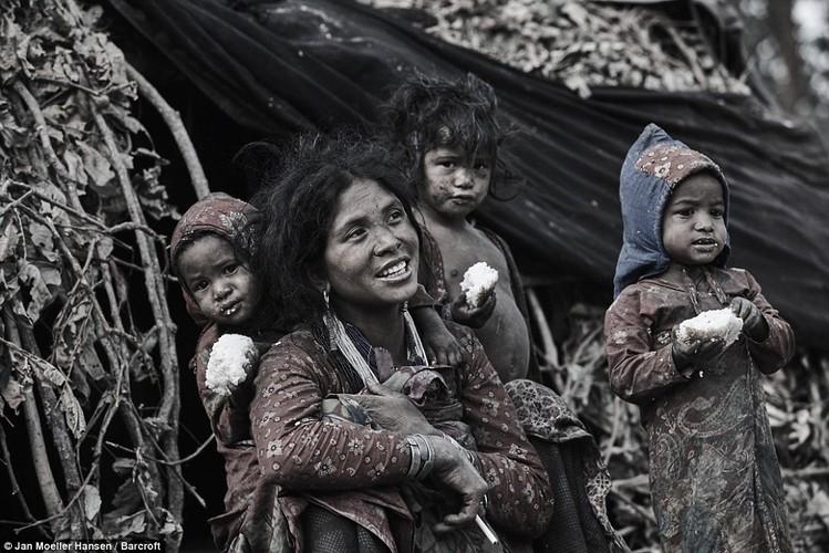 Cuoc song cua bo toc du muc Raute trong rung ram Nepal-Hinh-6