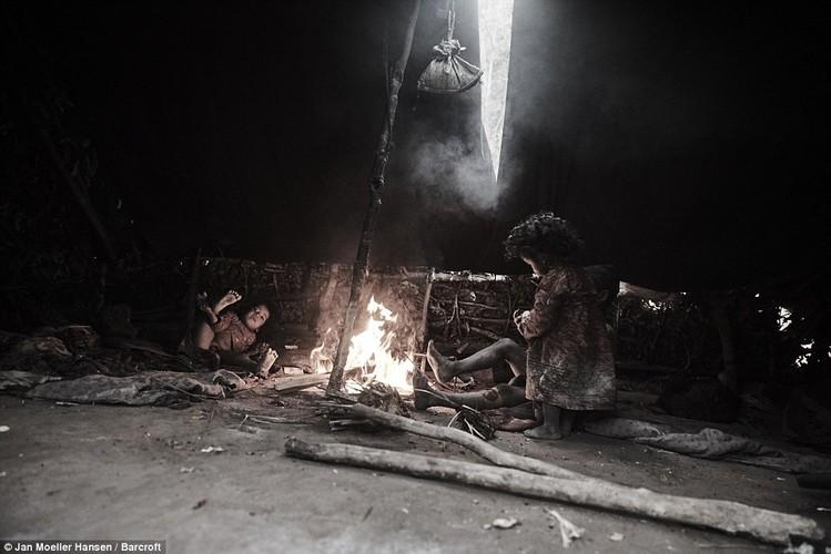 Cuoc song cua bo toc du muc Raute trong rung ram Nepal-Hinh-9