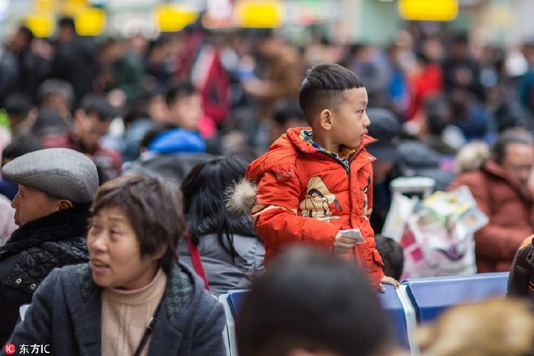 Hanh trinh ve que an Tet cua cac em nho Trung Quoc-Hinh-9