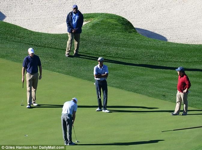Anh: Cuu Tong thong Obama choi golf sau khi roi Nha Trang-Hinh-10