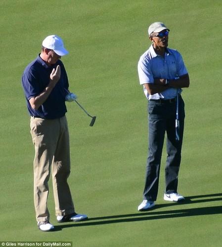 Anh: Cuu Tong thong Obama choi golf sau khi roi Nha Trang-Hinh-4